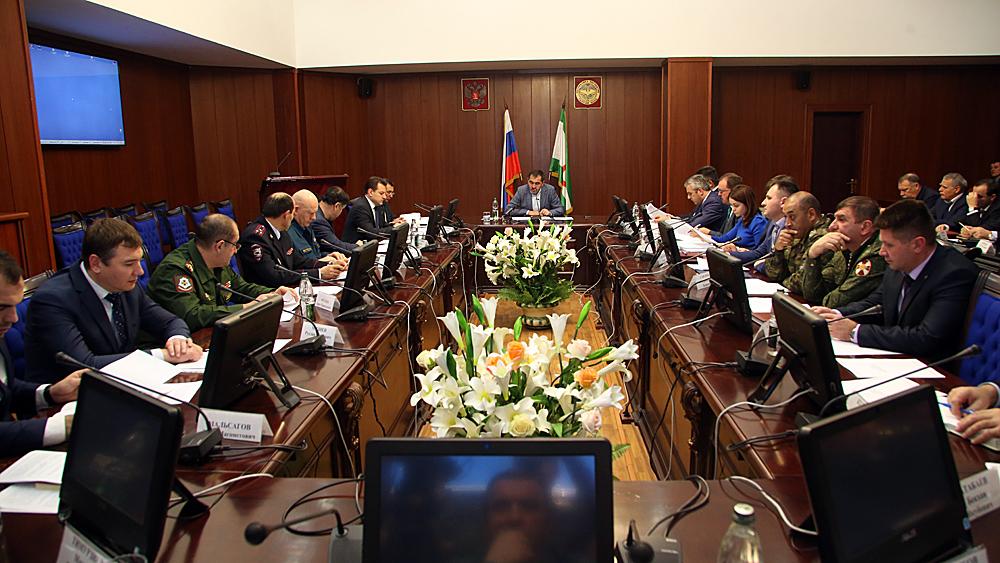 Глава Ингушетии Юнус-Бек Евкуров провёл в Магасе заседание Антитеррористической комиссии