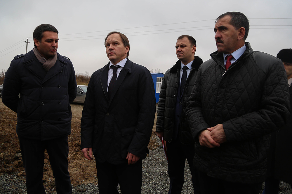 Место строительства швейной фабрики – конечный пункт посещения Главы Минкавказа в рамках рабочей поездки в Ингушетию