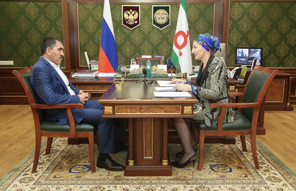 Евкуров попросил Медведева сделать спецкомиссию для анализа иразвития экономики