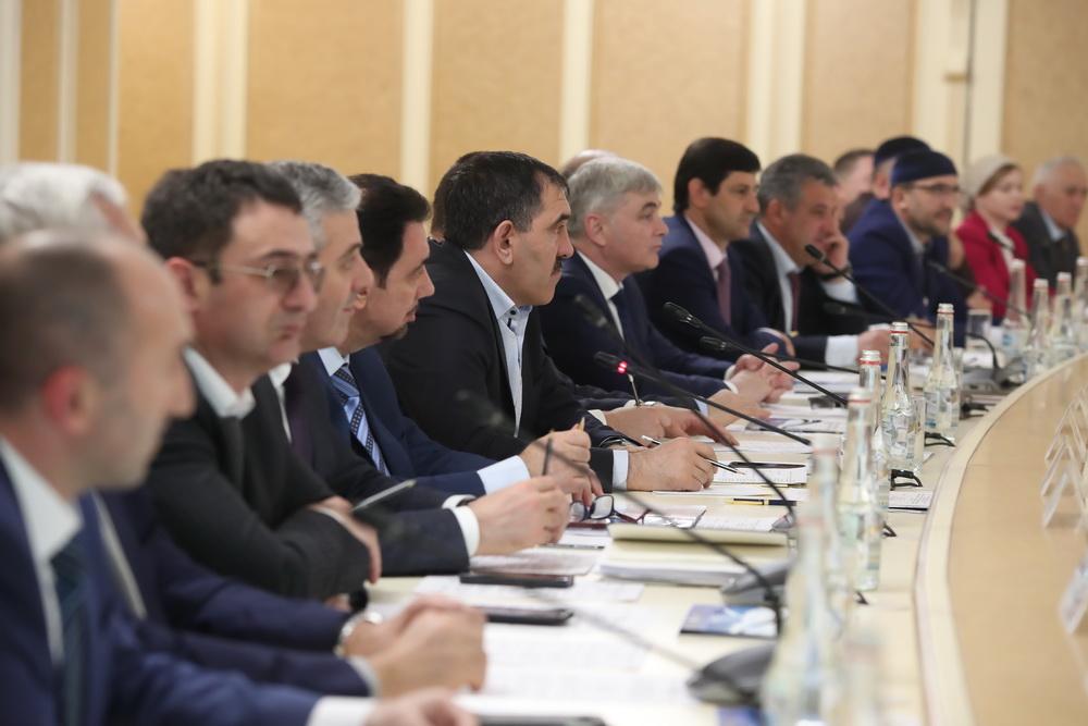 Путин обсудил сЕвкуровым программы переселения вИнгушетии