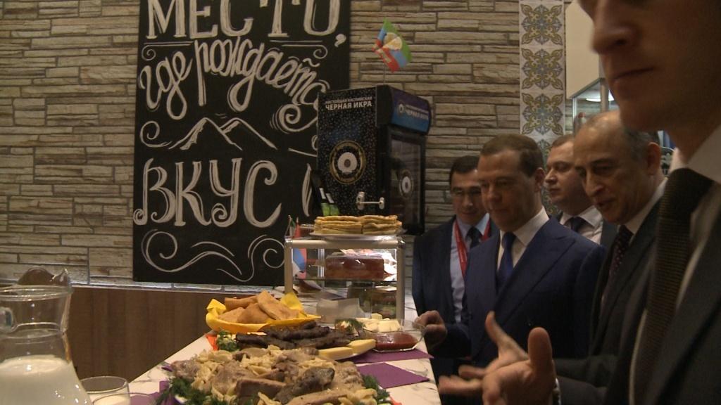 Медведев: даже под санкциями экономикаРФ стала наименее зависима отшоков